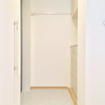 玄関はこんな感じ。収納も◎