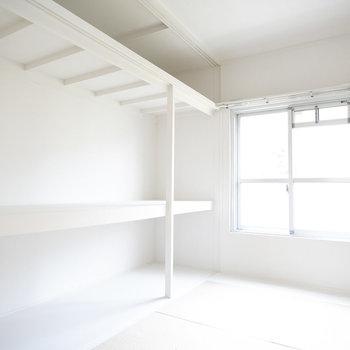 こちらは居室。大きくて真っ白な収納、どんな風に使おうかワクワクします