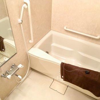 お風呂もしっかり広々サイズ!(※写真と文章は5階の同間取り別部屋、モデルルームのものです)
