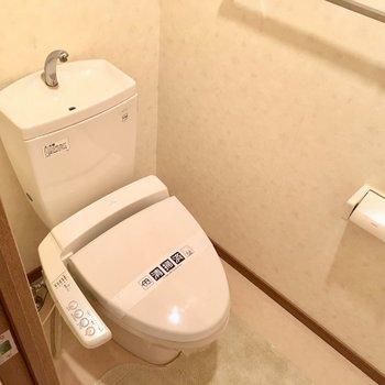 トイレはウォシュレット付き!(※写真と文章は5階の同間取り別部屋、モデルルームのものです)