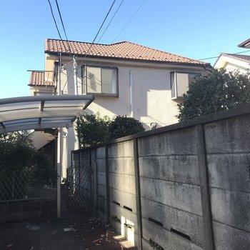 茶色い屋根のお家です