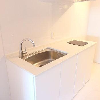 真っ白なキッチンは清潔感の象徴です。