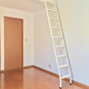 いよいよお待ちかねのロフトへ・・・※写真は2階の別間取り別部屋です