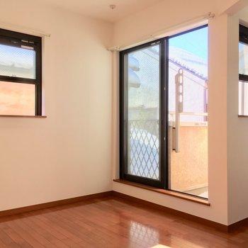 小窓がカワイイ!※写真は2階の別間取り別部屋です