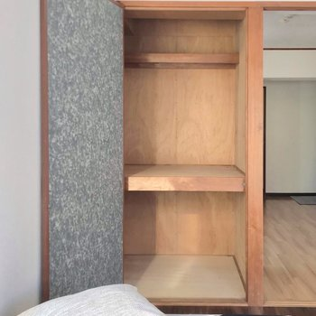ケースを使って整理整頓したい。足りない分はベッド下を活用しても◎(※写真の家具・小物は見本です)