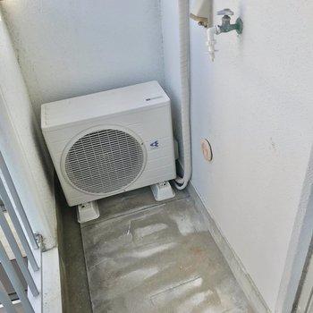 洗濯機置場はこちら。カバーがあると安心です。