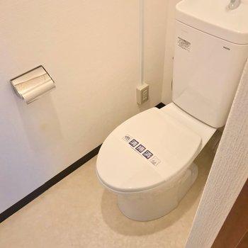 トイレも交換されています。ウォシュレットは持ち込みで設置可能です。