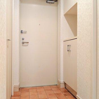 テラコッタ調の床がかわいい。(※写真は8階の同間取り別部屋のものです)
