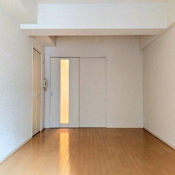 梁の凹凸がかっこいい。(※写真は8階の同間取り別部屋のものです)