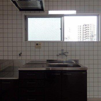 キッチンはコンロ設置型。