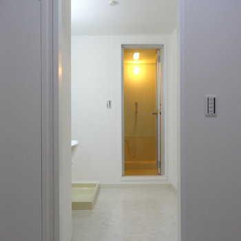 脱衣所の入り口のアーチ