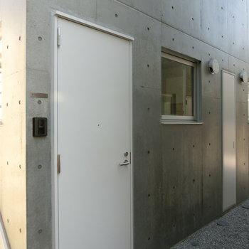 B-102号室への扉