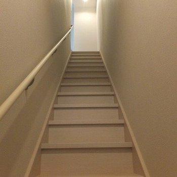 玄関入ると階段。※写真は前回募集時のものです。