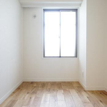4.5帖の寝室、ダブルベッドは置ける広さ♩