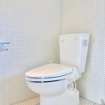 お風呂の横にトイレ