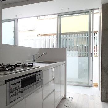 キッチンは対面タイプ。※写真は前回募集時のものです