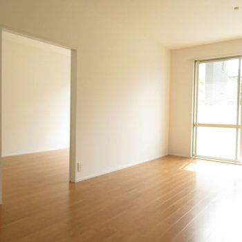 入口には引き戸が付いています。※写真は反転間取り別部屋・前回募集時のものです
