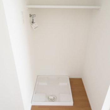 室内洗濯機置き場はリビング横に。※写真は反転間取り別部屋・前回募集時のものです