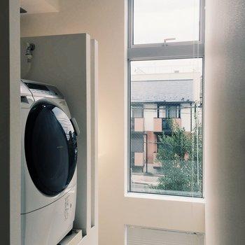 ドラム式洗濯乾燥機付き!