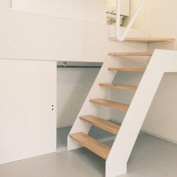 そしてこちらの階段からバスルームへいけます