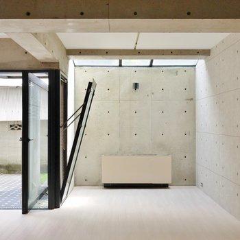 コンクリート打ちっぱなしの素敵なデザイン。※写真は別部屋