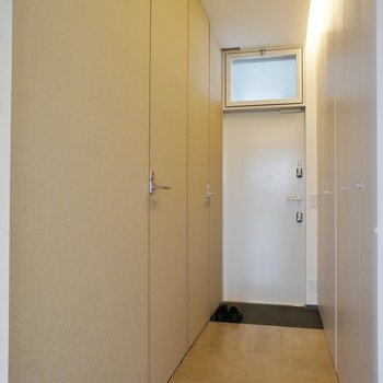 廊下に水周り※写真は別室(301)