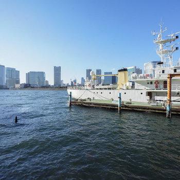 隣は運河と良い景色♩