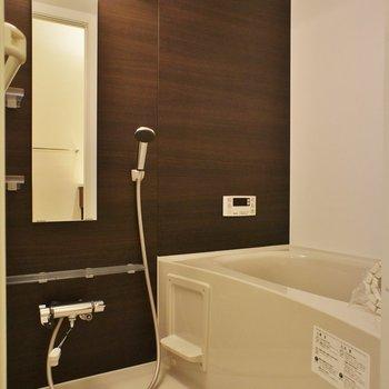 お風呂はシンプル※写真は別室(103)