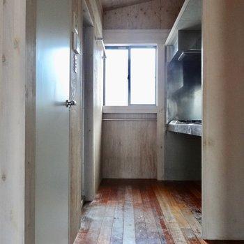 キッチンにも窓があります。
