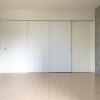 キッチンと洋室は仕切ることができます※写真は別部屋