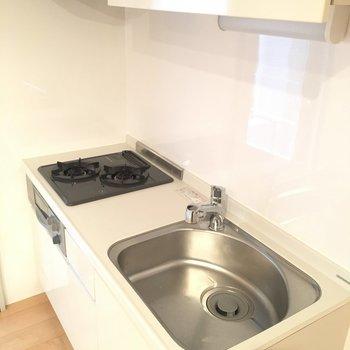 2階のキッチンはシンプル。これで十分そうですね。