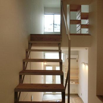 空間と空間をつなぐ橋としての階段