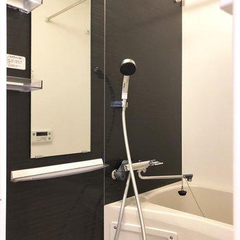 シャワールームはシックなんだなぁ。※写真は7階の同間取り別部屋のものです
