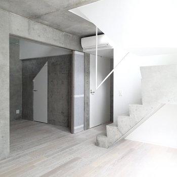 幻想的な地下階段