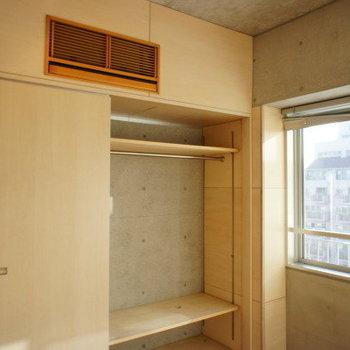 棚は動かせます。※写真は反転間取り別部屋です。