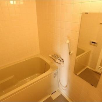 お風呂はシンプル。※写真は反転間取り別部屋です。