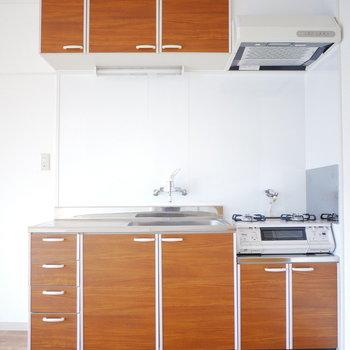 キッチンはお部屋に馴染むブラウン