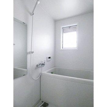 浴室は窓あり
