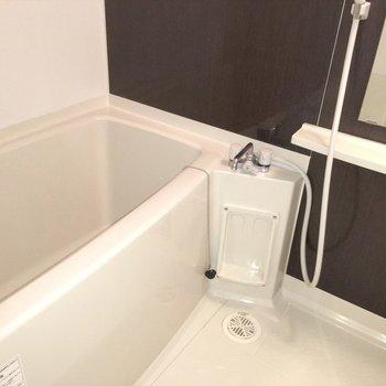 お風呂はやや広め!
