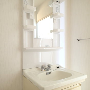 洗面台は上部のみ新品のものになっていました。