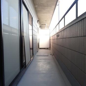 南向きのベランダには3部屋ともから出られます。ながーい