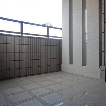 玄関横のルーフテラス!ベンチを置きたい。