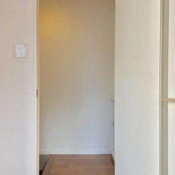 LDKの窓側にある、この扉の向こうは・・・