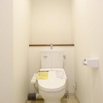 トイレもきれい!収納はありませんが後ろに棚が◎