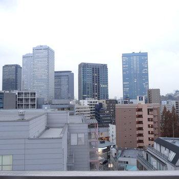 南側の眺望。京橋のビルたち。