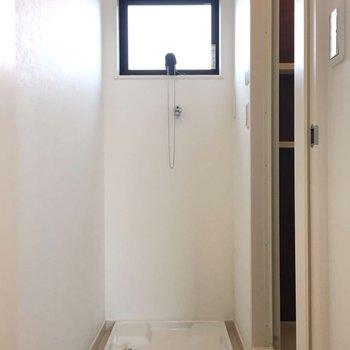 お風呂手前に洗濯機置き場があります※写真は前回募集時のものです