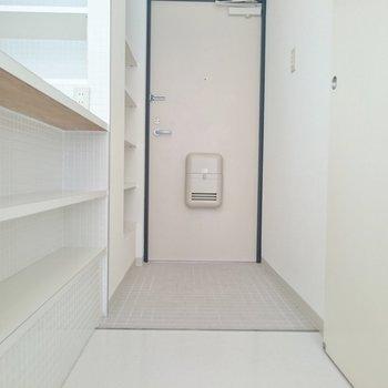 下にも収納あったよー!※写真は2階の反転間取り別部屋のものです。