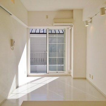 お部屋に太陽が差し込んできます!※写真は2階の反転間取り別部屋のものです。