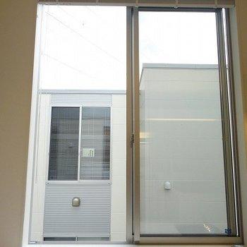 大きな窓!※写真は別部屋です。