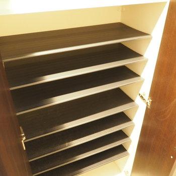 大容量のシューズボックス(※写真は3階の同間取り別部屋のものです)